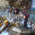 Przeprawa przezwodospad (fot.Urszula Majer)