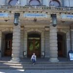Na schodach Teatru Narodowego
