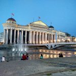 Skopje wieczorem