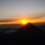 Wschód słońca z wulkanu Atatenango